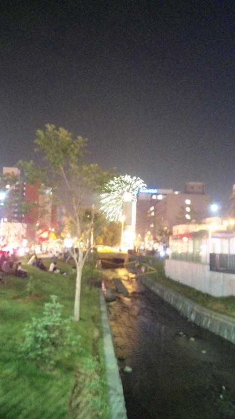 夜の創成川公園で